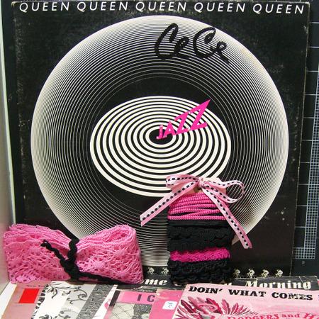 Pink_black_vintage_kite